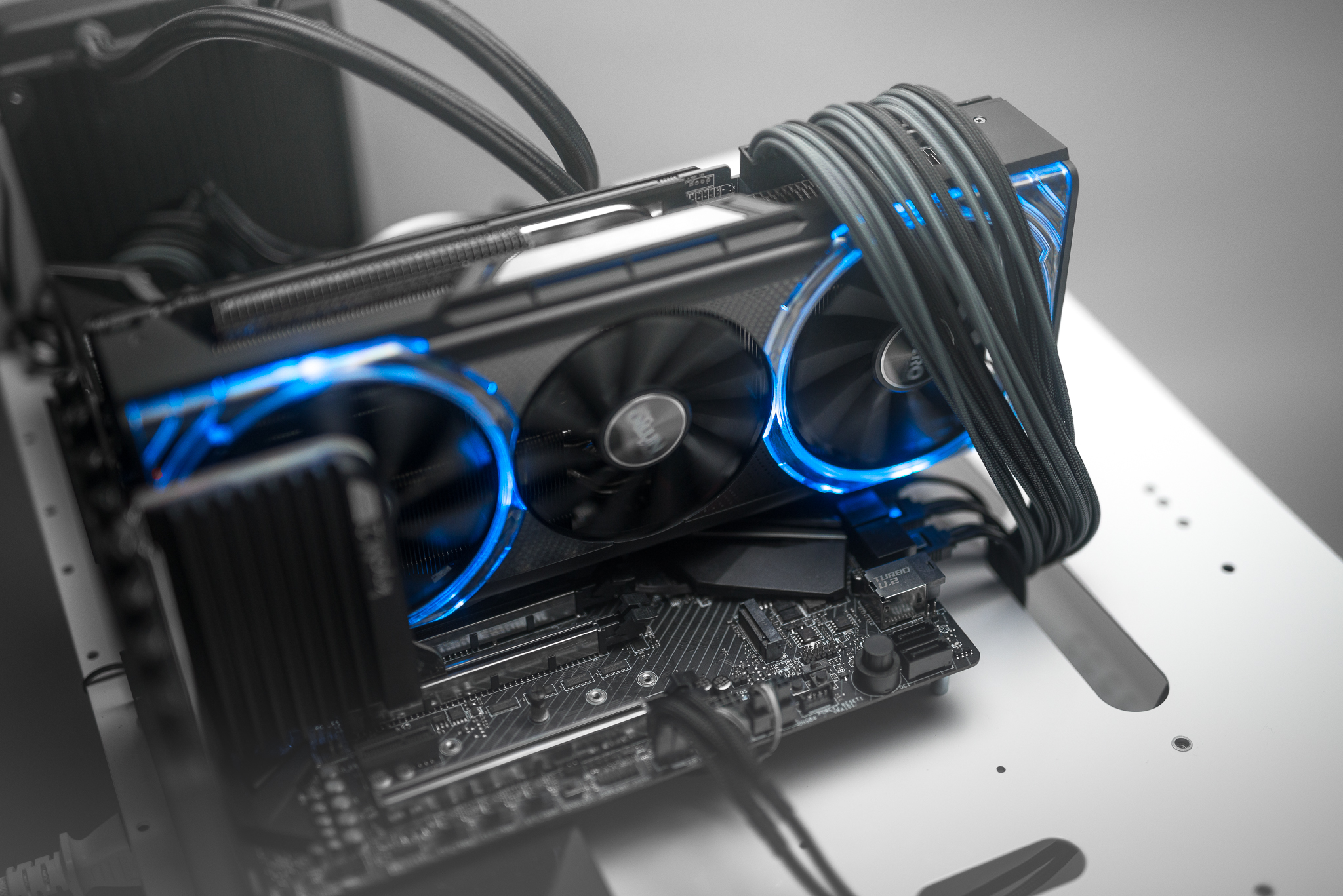 SAPPHIRE NITRO+ RX Vega 56 Limited Edition First Look [Video]