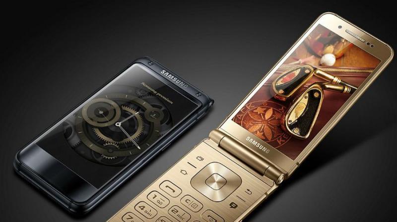 Samsung's Latest W2018 Flip Phone Beats the LG V30 at Its Own Camera