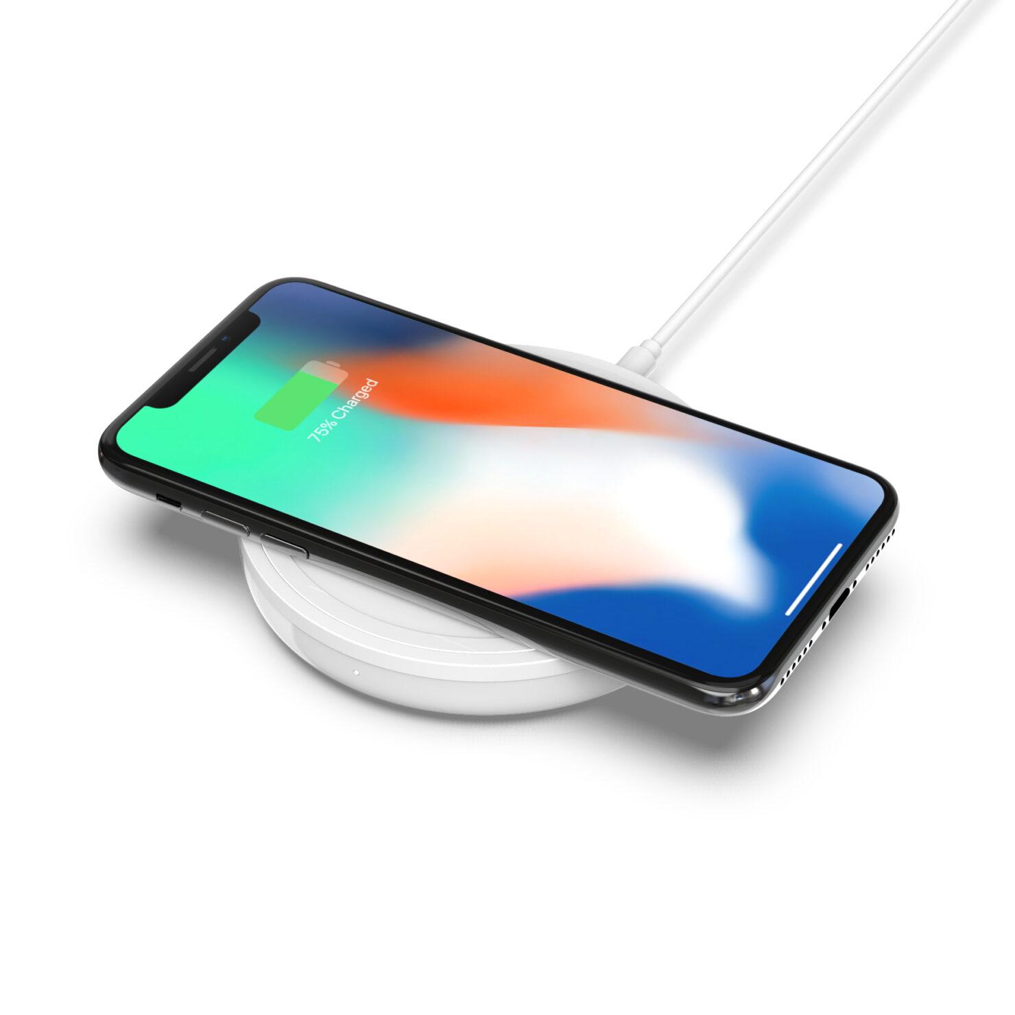 bold_charging_pad_iphone_3