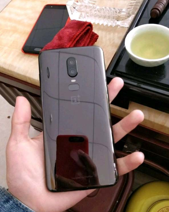 OnePlus 6 leaked photos show off a notched-screen design