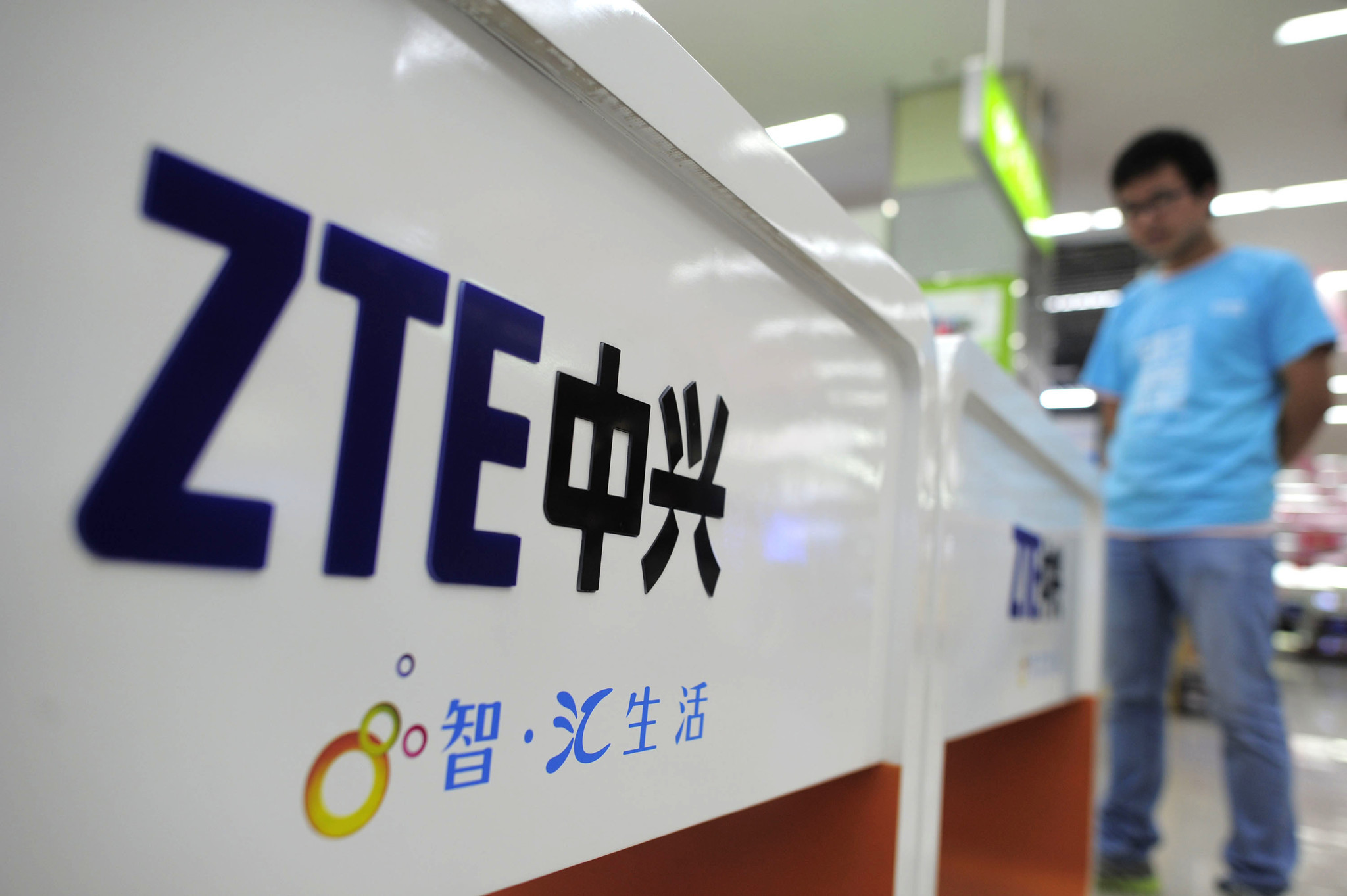 Trump proposes large fine, management changes for ZTE
