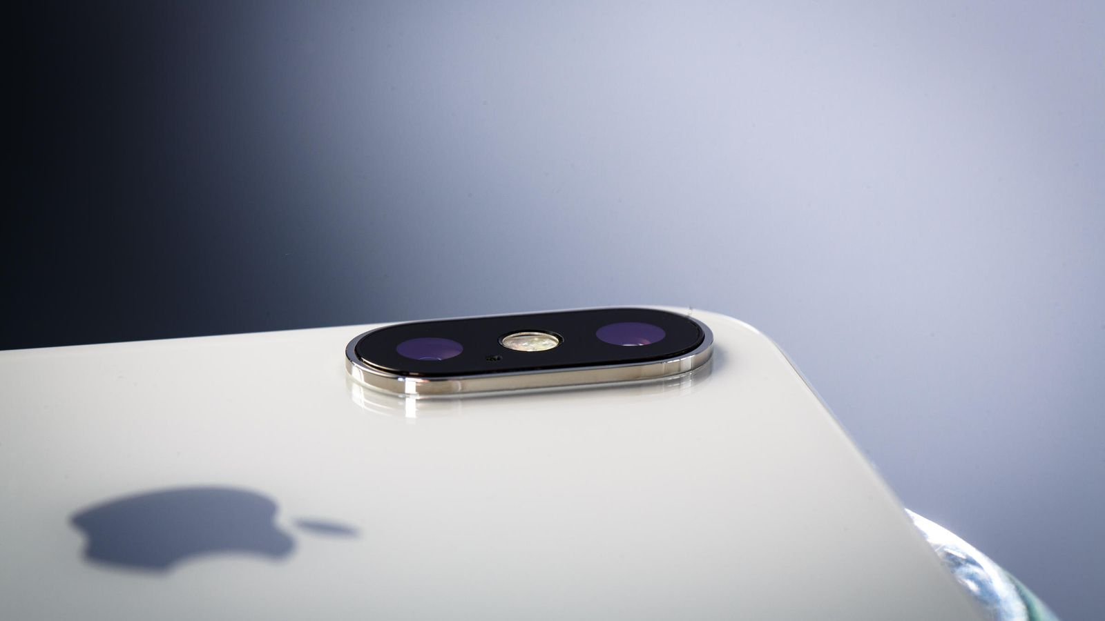 Rumour - The next iPhone will feature three camera lenses