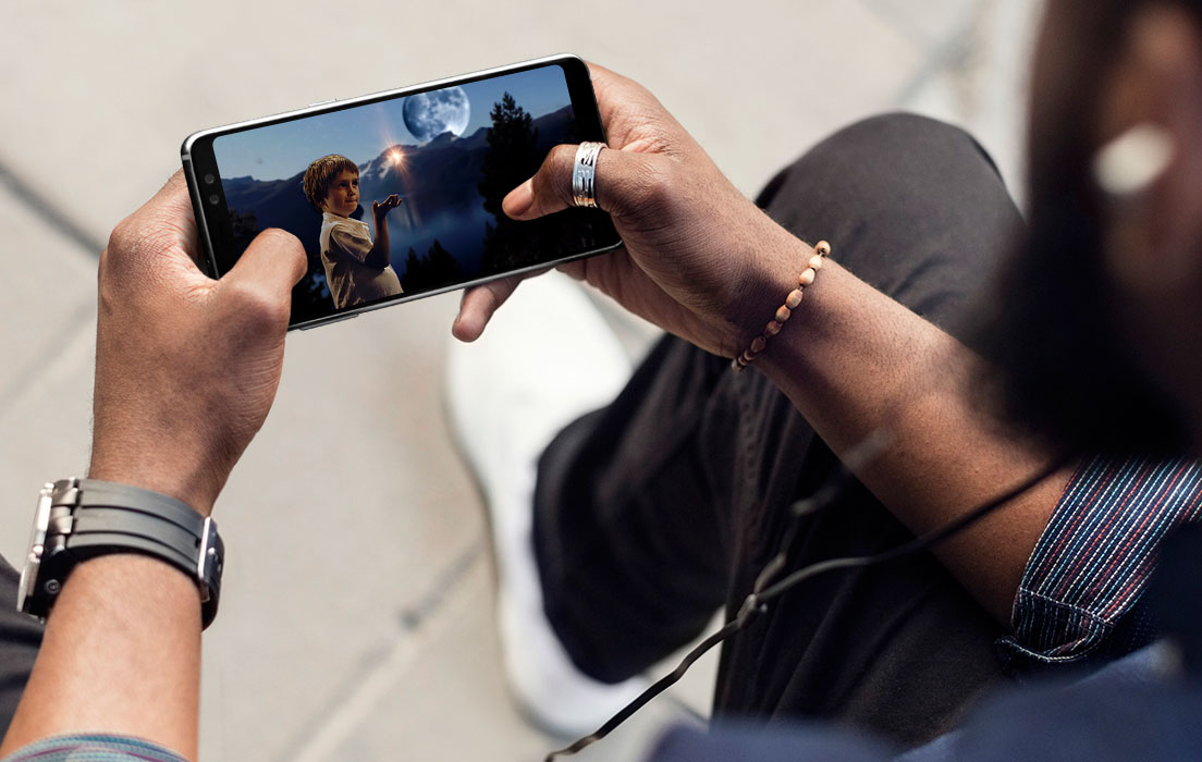 Samsung Apparently Has Plans to Release a Gaming Smartphone, but it Can't Use Its Super AMOLED Screens
