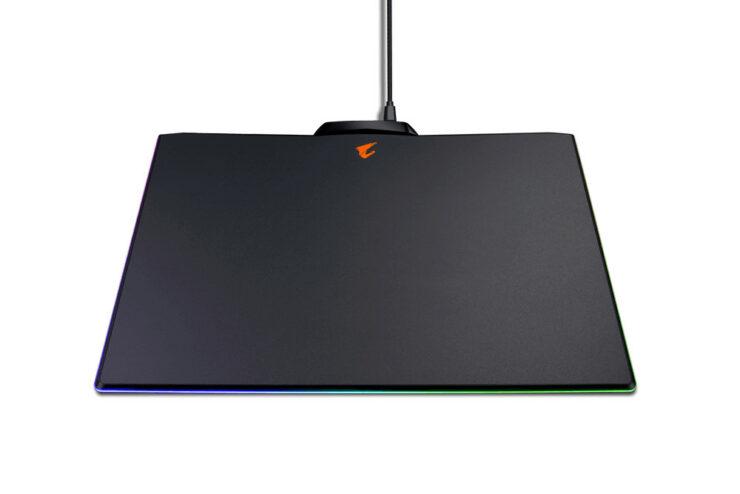 wccftech-gigabyte-rgb-mousepad-2