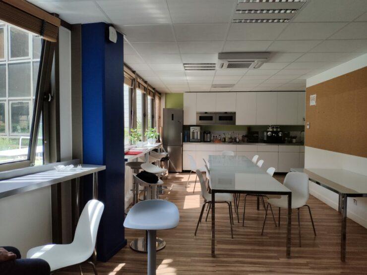 xiaomi-mi8-indoor