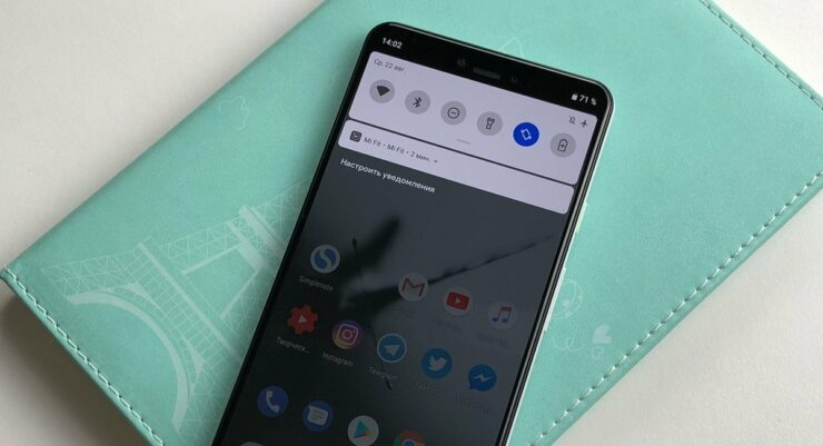 Google Pixel 3 XL mockup notch size holds two notifications
