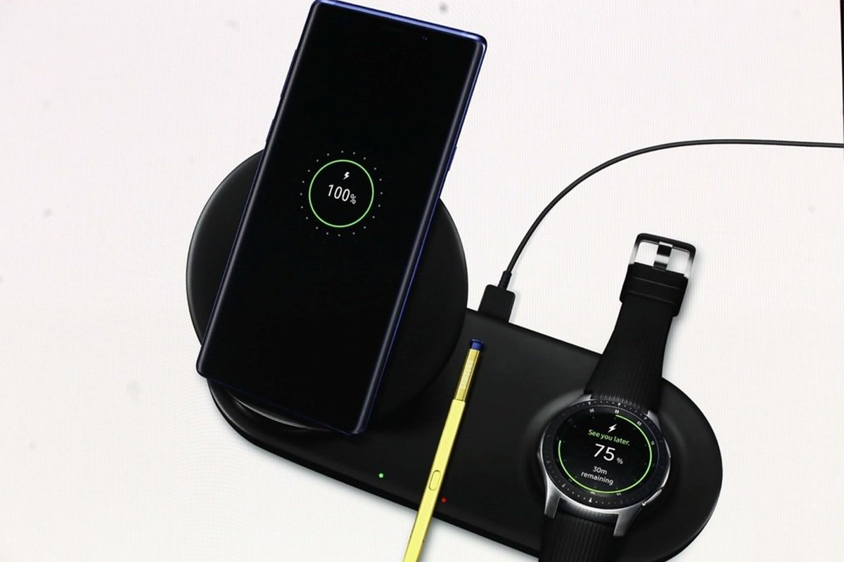 Samsung's Latest Wireless Charger Duo Is Capable of Juicing Two Devices in Unison