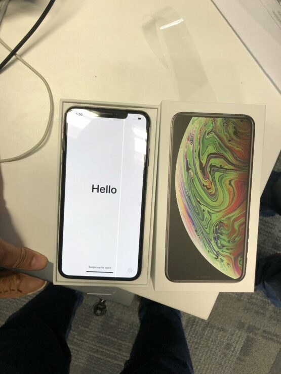purchase cheap b9cf2 490f1 An iPhone XS Max Develops Faulty 'Green Line' Display After Unboxing
