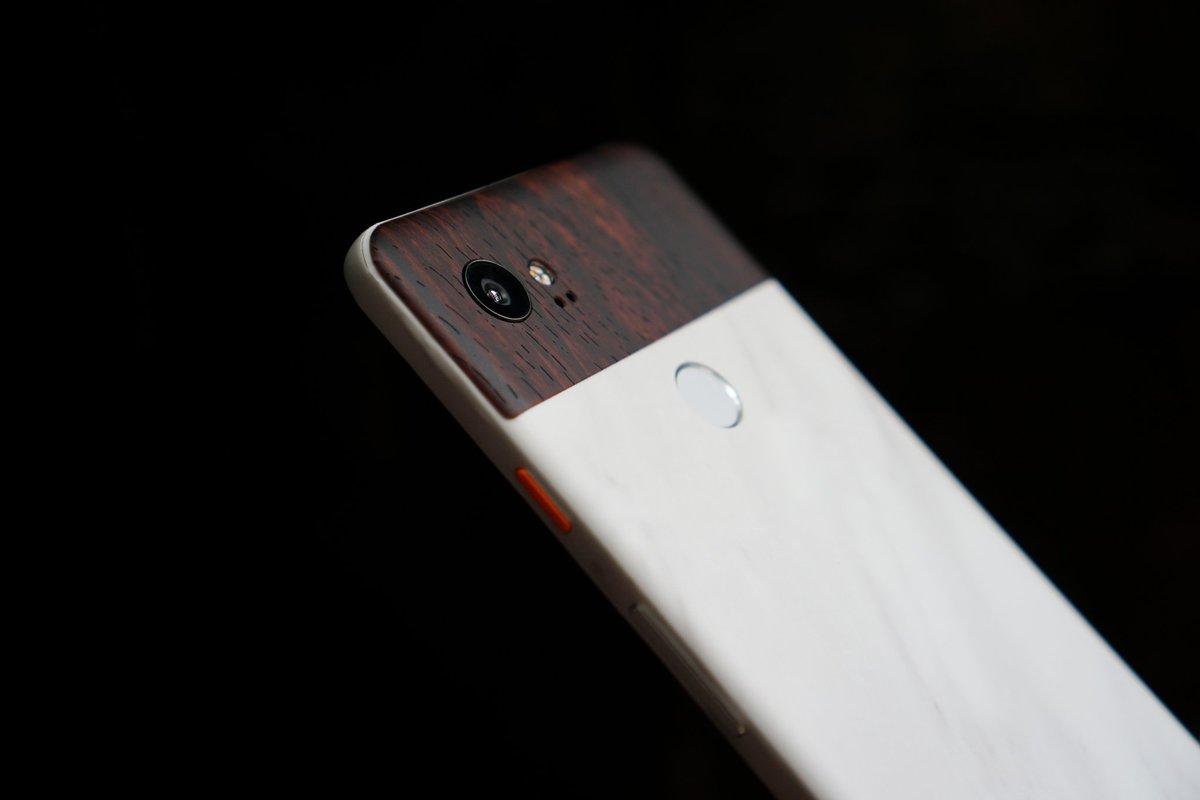 Google Pixel 3 XL black pictured in Lyft ride