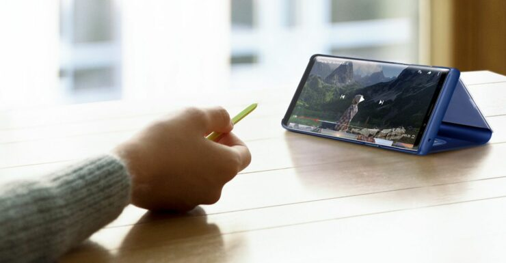 Galaxy Note 10 screen bigger than iPhone XS Max