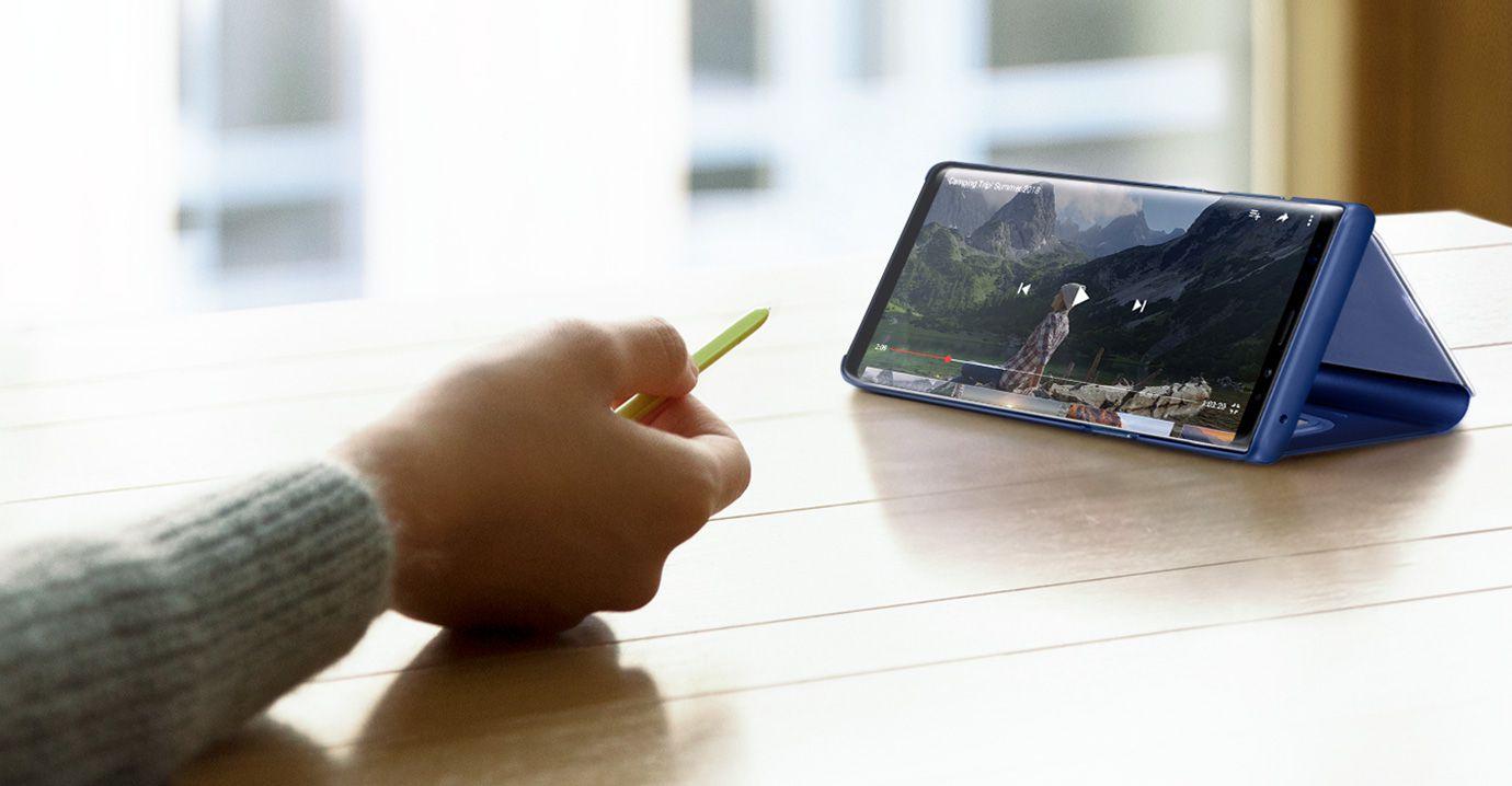 Galaxy Note 10 screen bigger than iPhone XS Max