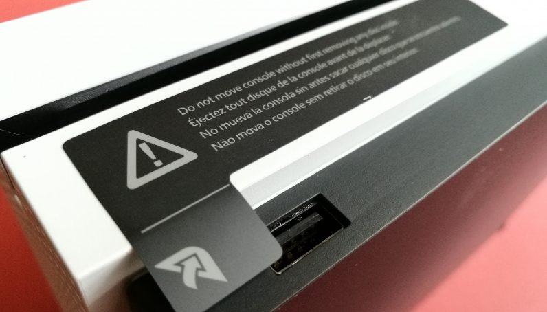 По сообщению Microsoft консоли Xbox тепеть будут поставляться без предупредительной наклейки