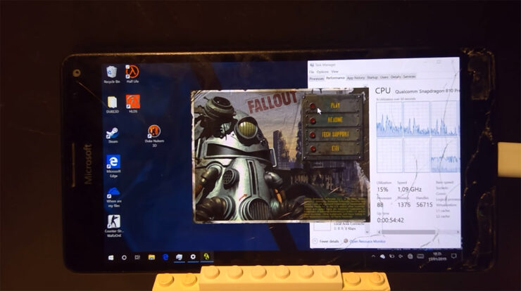 Microsoft Lumia 950 XL runs fallout game