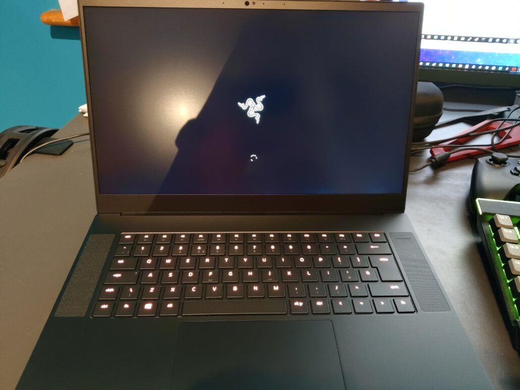 The Hardware Review - Razer Blade 15 (Advanced) 2019