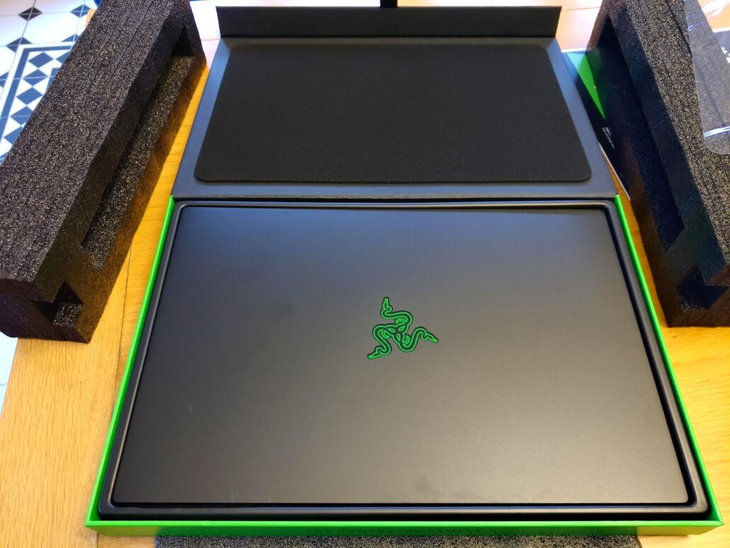 razer-blade-15-in-the-box