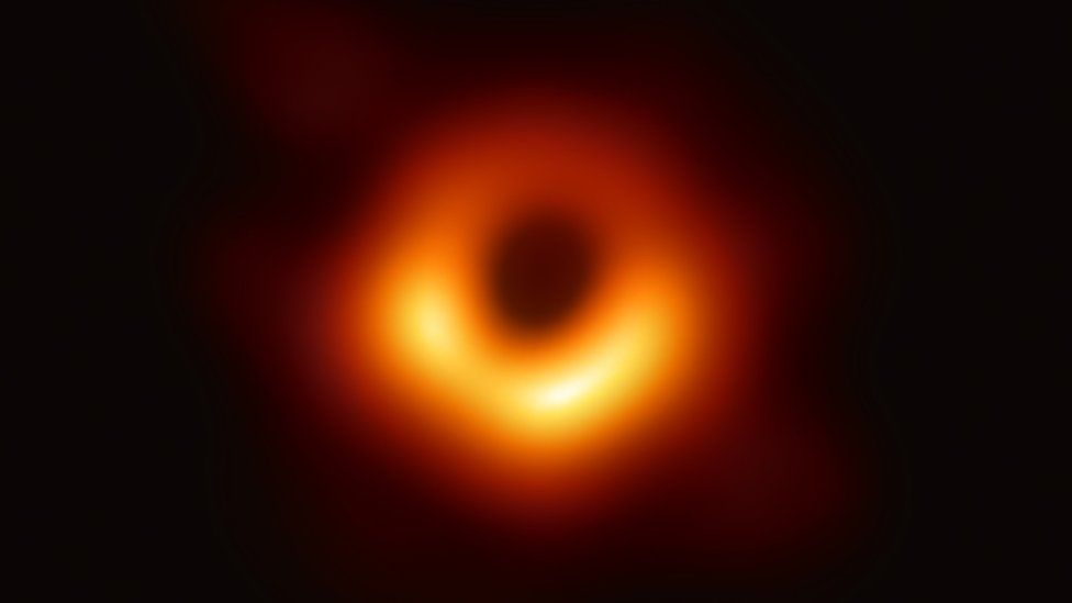 De-Blurring EHT's Black Hole Picture With Simulated Focus