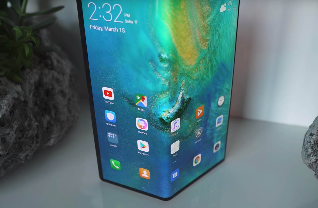 Huawei Mate X screen crease