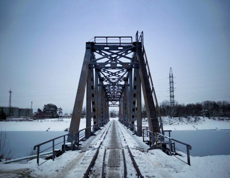 metro-exodus-brought-to-life-02-comparison-bridge-chernobyl