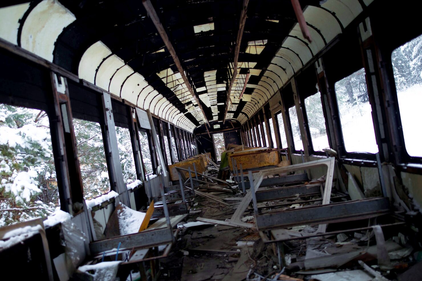 metro-exodus-brought-to-life-02-comparison-subway-chernobyl