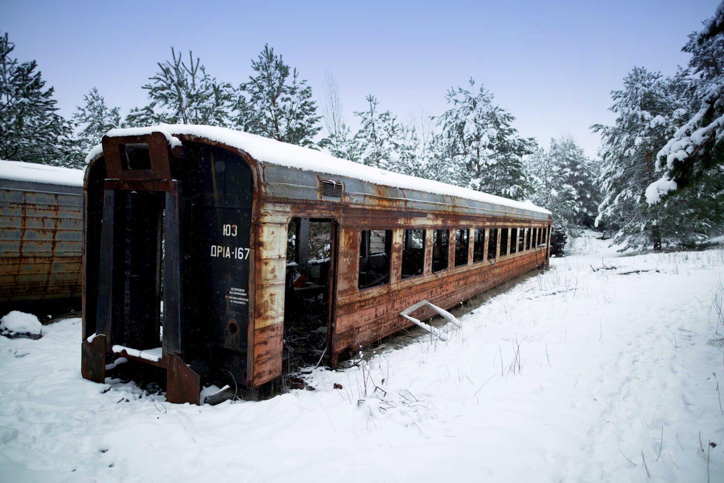 metro-exodus-brought-to-life-02-comparison-train-chernobyl