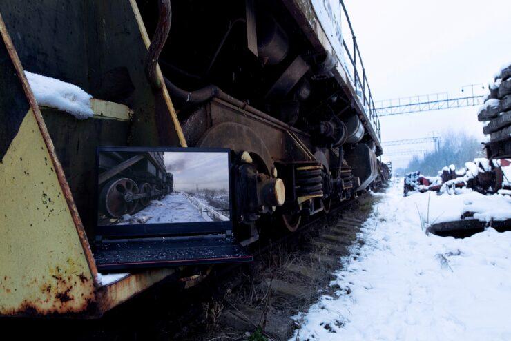 metro-exodus-brought-to-life-03-laptop-02