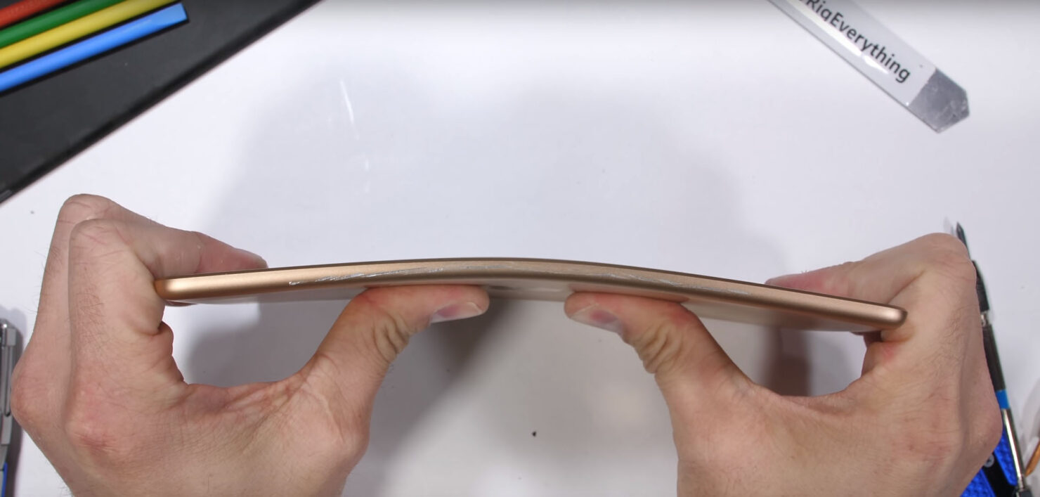 iPad mini 5 bend test survives