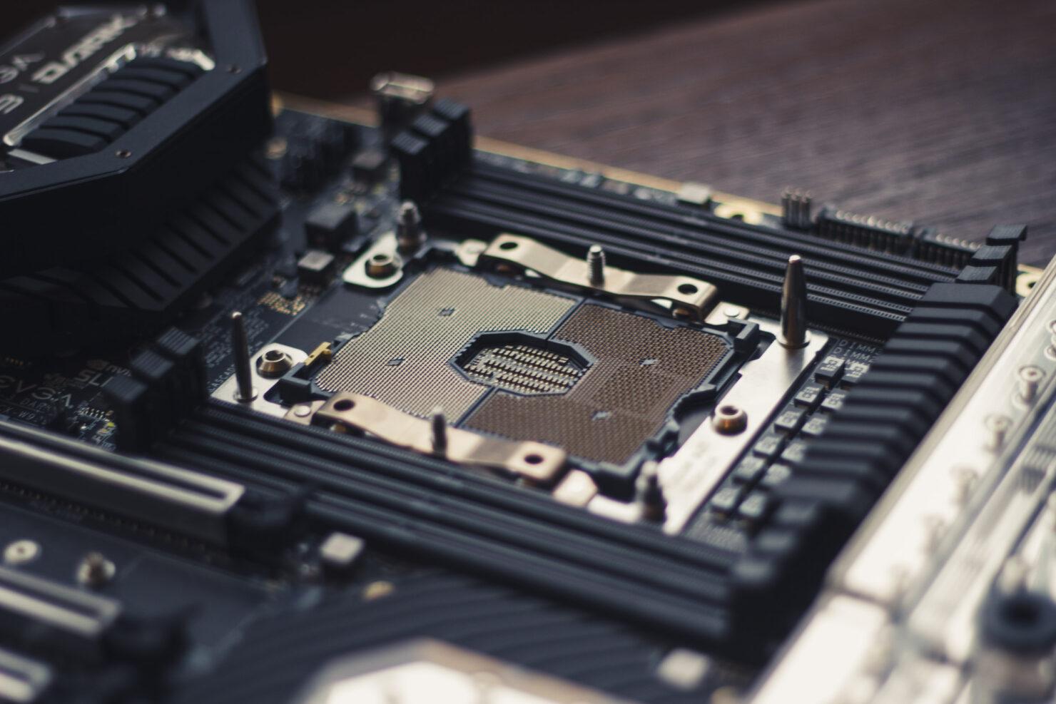 img_2390-evga-dark-sr-3-motherboard