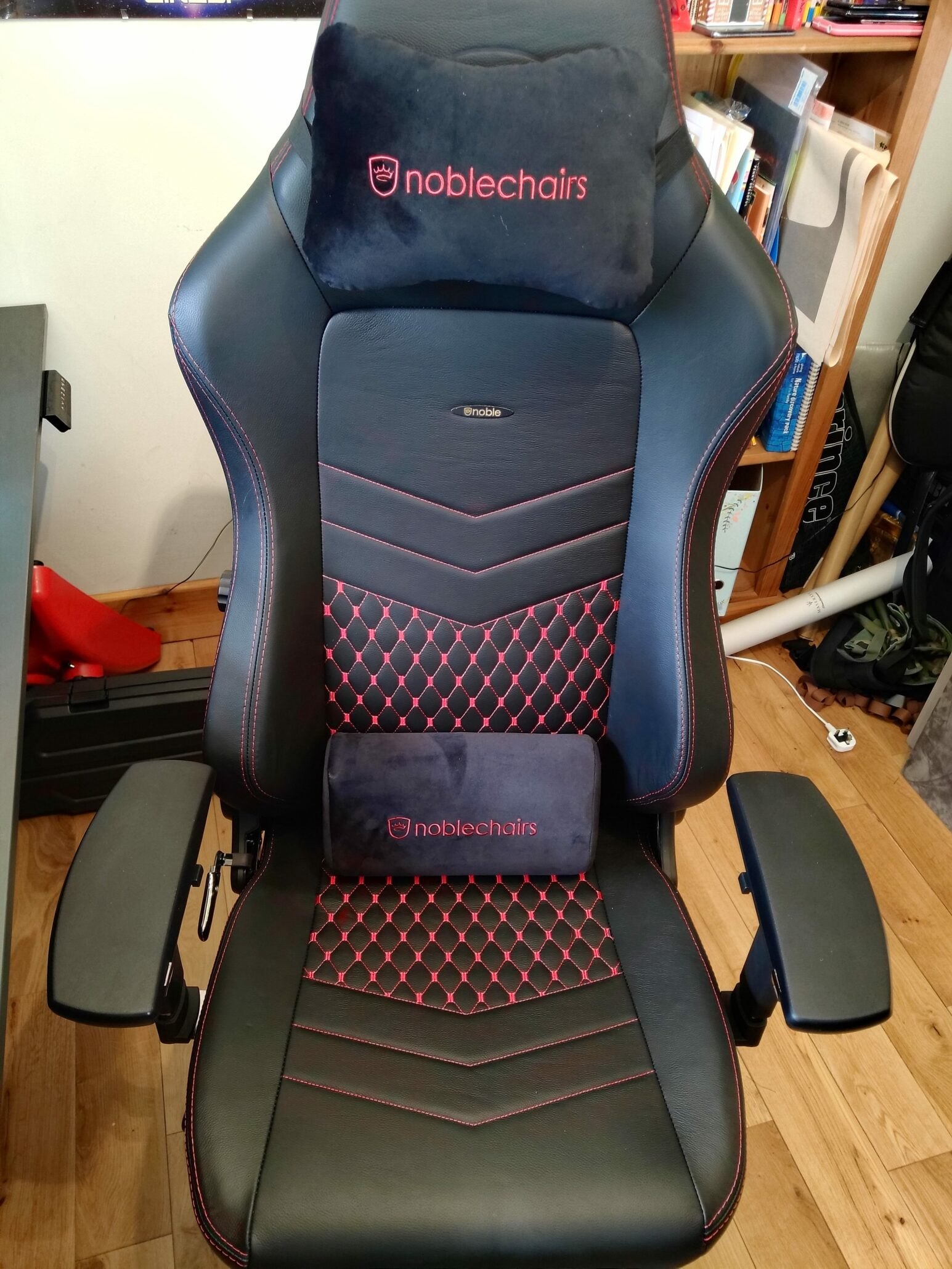 noblechairs-hero-with-cushions
