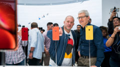 apple-update-tim-cook-jonathan-ive