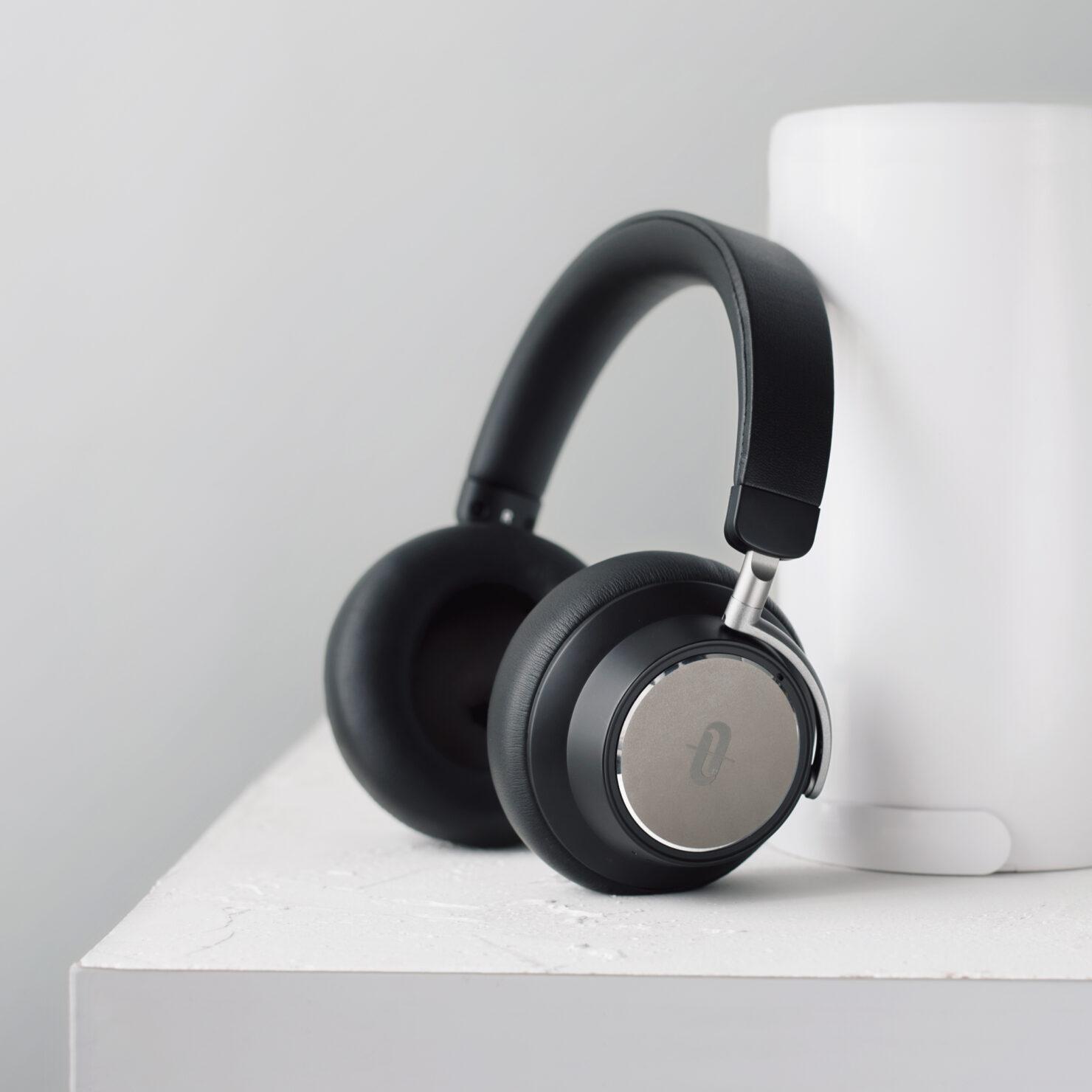 noise-cancelling-headphones-2