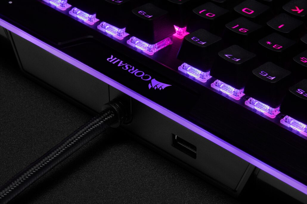 corsair-k95-rgb-platinum-xt-03-part-1-usb-slot