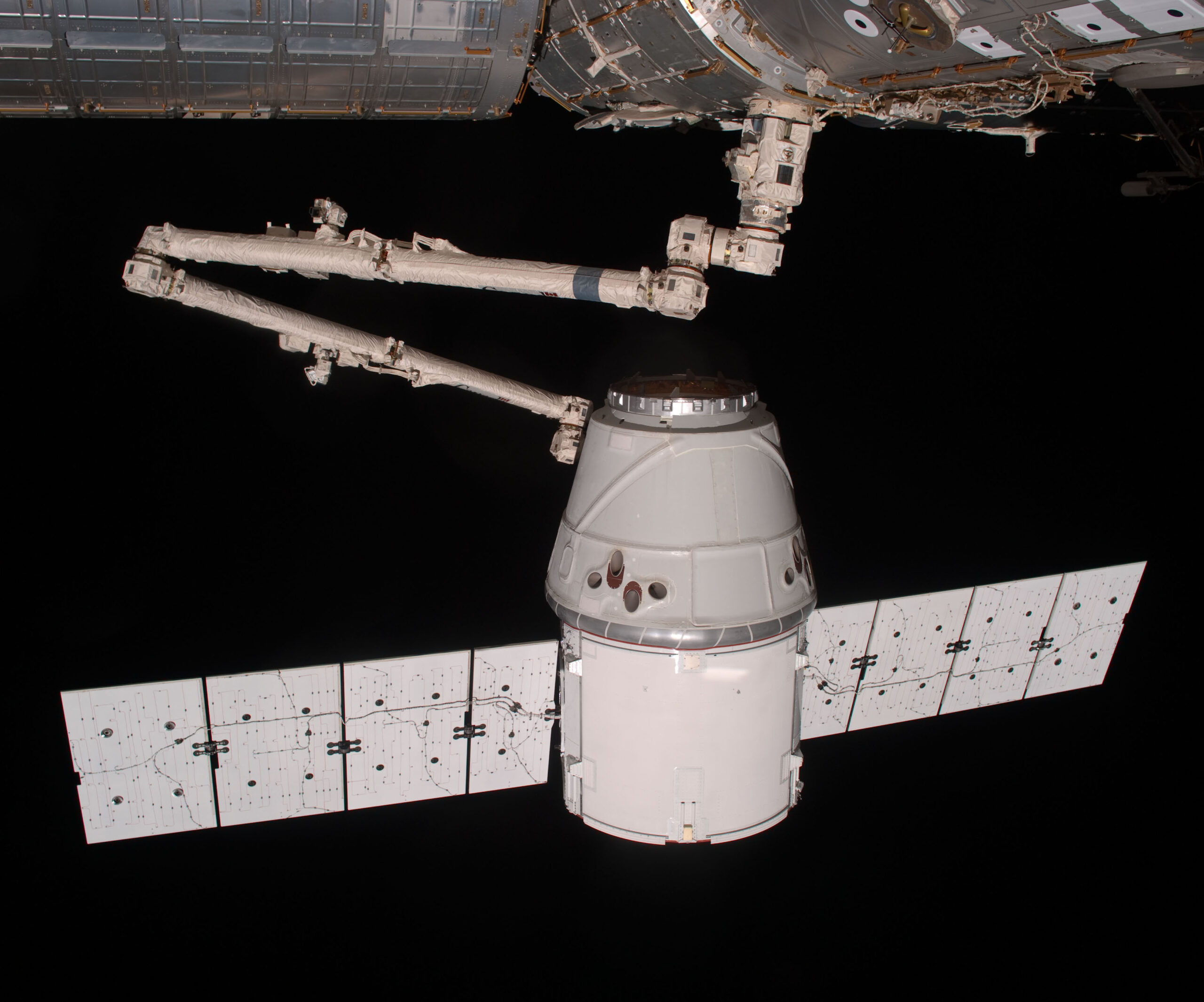 SpaceX Dragon Canadarm berthed to International Space Station