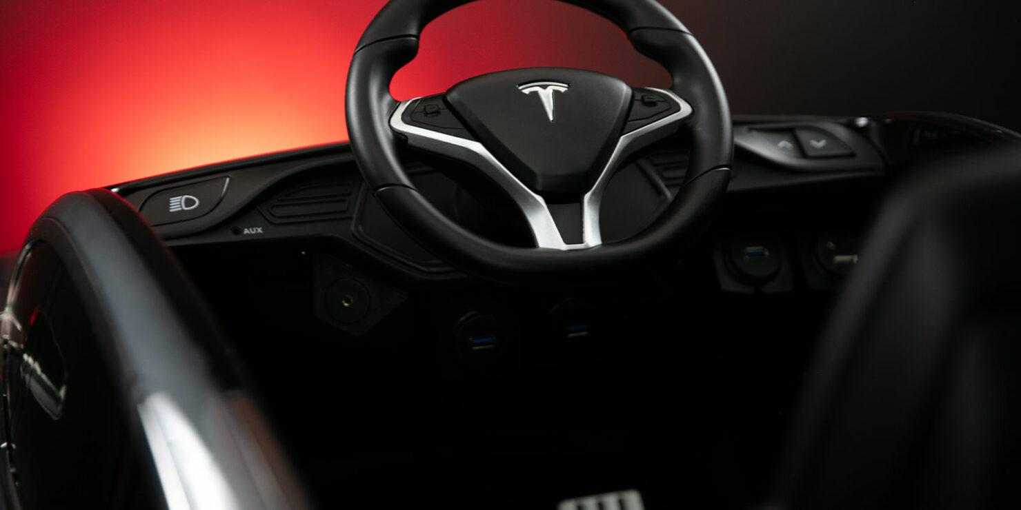 tesla-steering-wheel