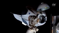 spacex-dragon-2-dm-2-mission-nasa-iss-docked