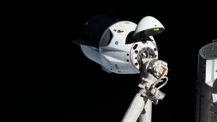SPACEX DRAGON DOCK ISS