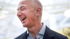 amazon-chief-jeff-bezos-happy-laughing