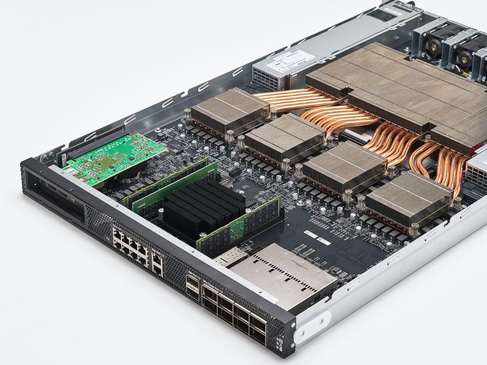 graphcore-colossus-mk2-gc200_ipu-m2000-server_chip_7