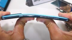OnePlus Nord Durability Test Shows a Fragile Plastic and Glass Sandwich