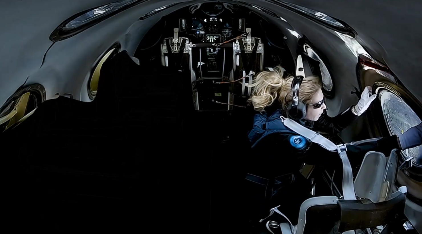 spaceshiptwo-beth-cabin-view-outside