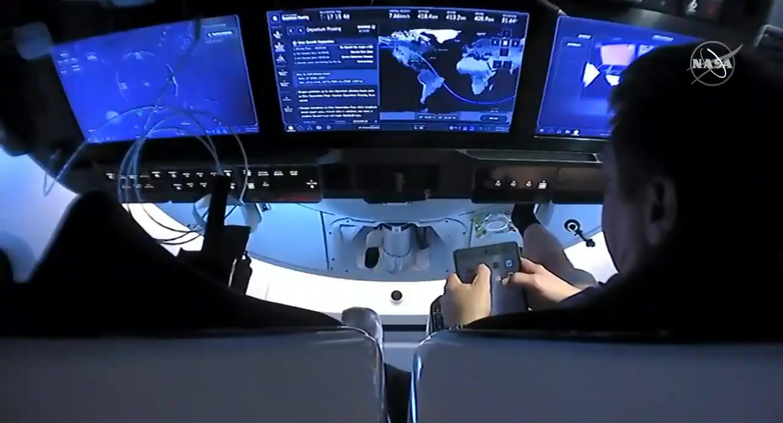 SpaceX Dragon 2 iPad