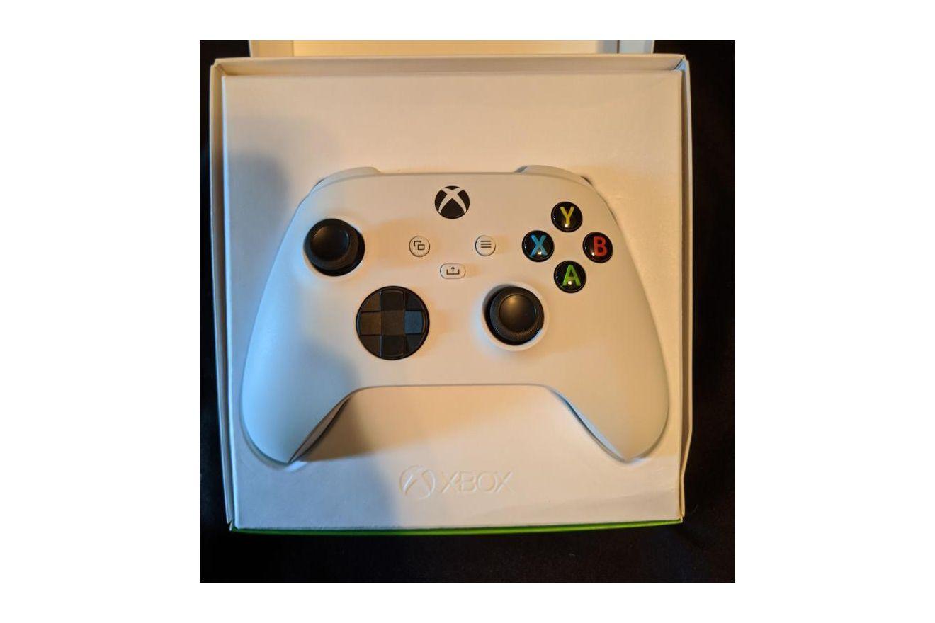 xbox-series-s-robot-white-controller-4