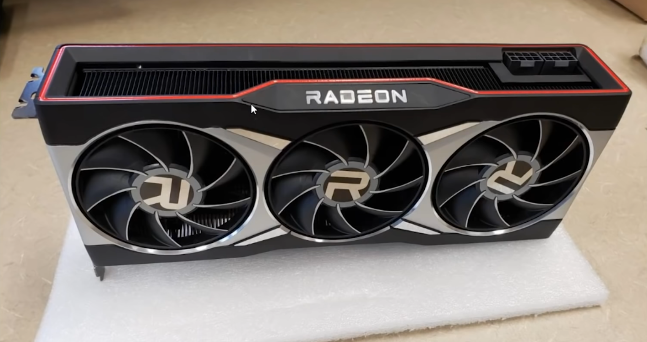 AMD Radeon RX 6000 Series Graphics Cards Pictured, Radeon RX 6900 Dengan Triple-Fan dan Radeon RX 6800 / 6700 Dengan Dual-Fan Cooling