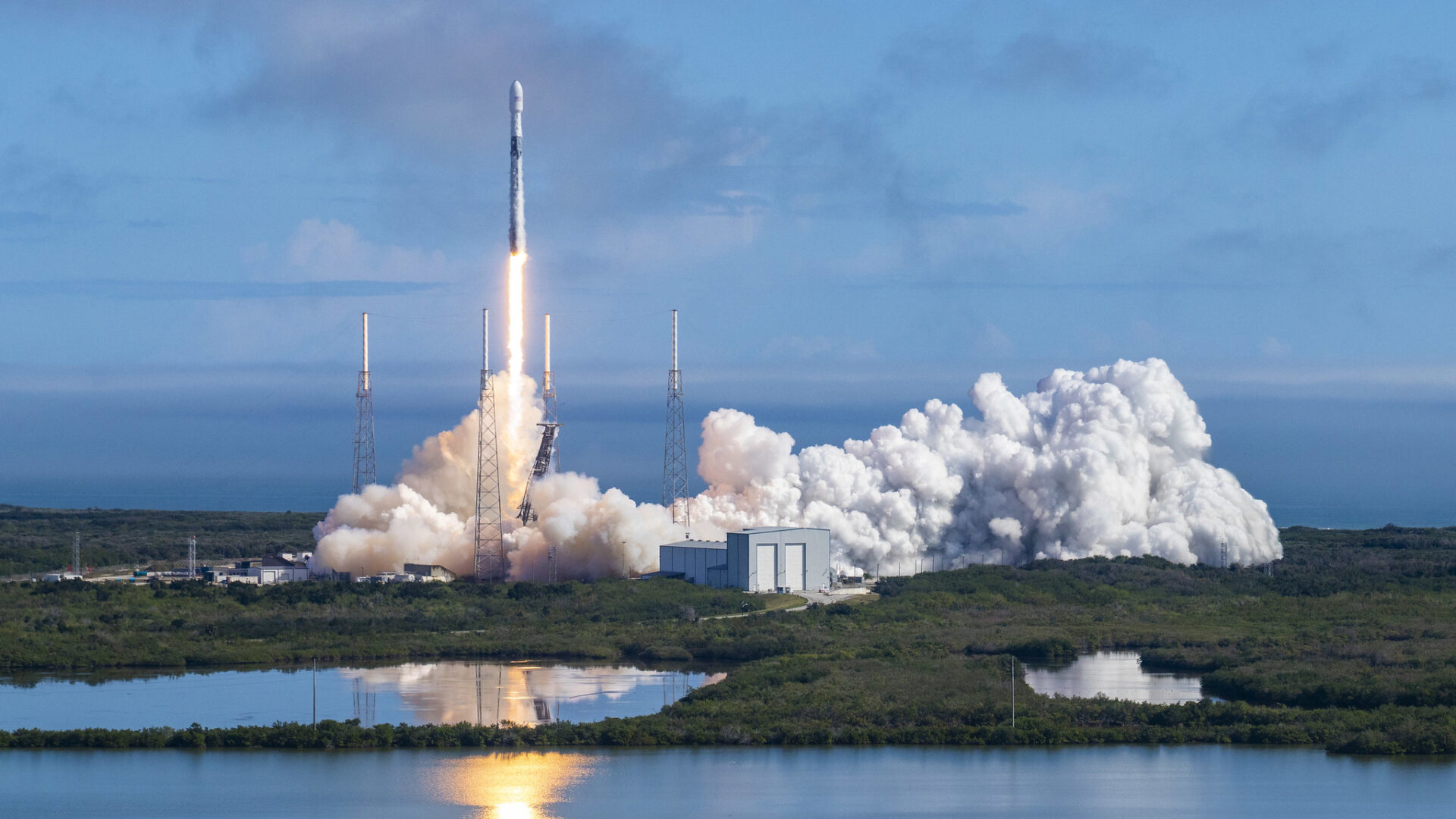 SpaceX Starlink Vs Fixed & Satellite Providers - Latency ...