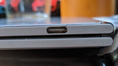 surface-duo-plastic-frame-cracking-3