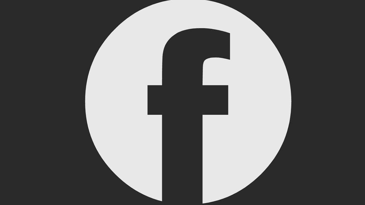 Facebook Begins Publicly Testing Dark Mode for Android