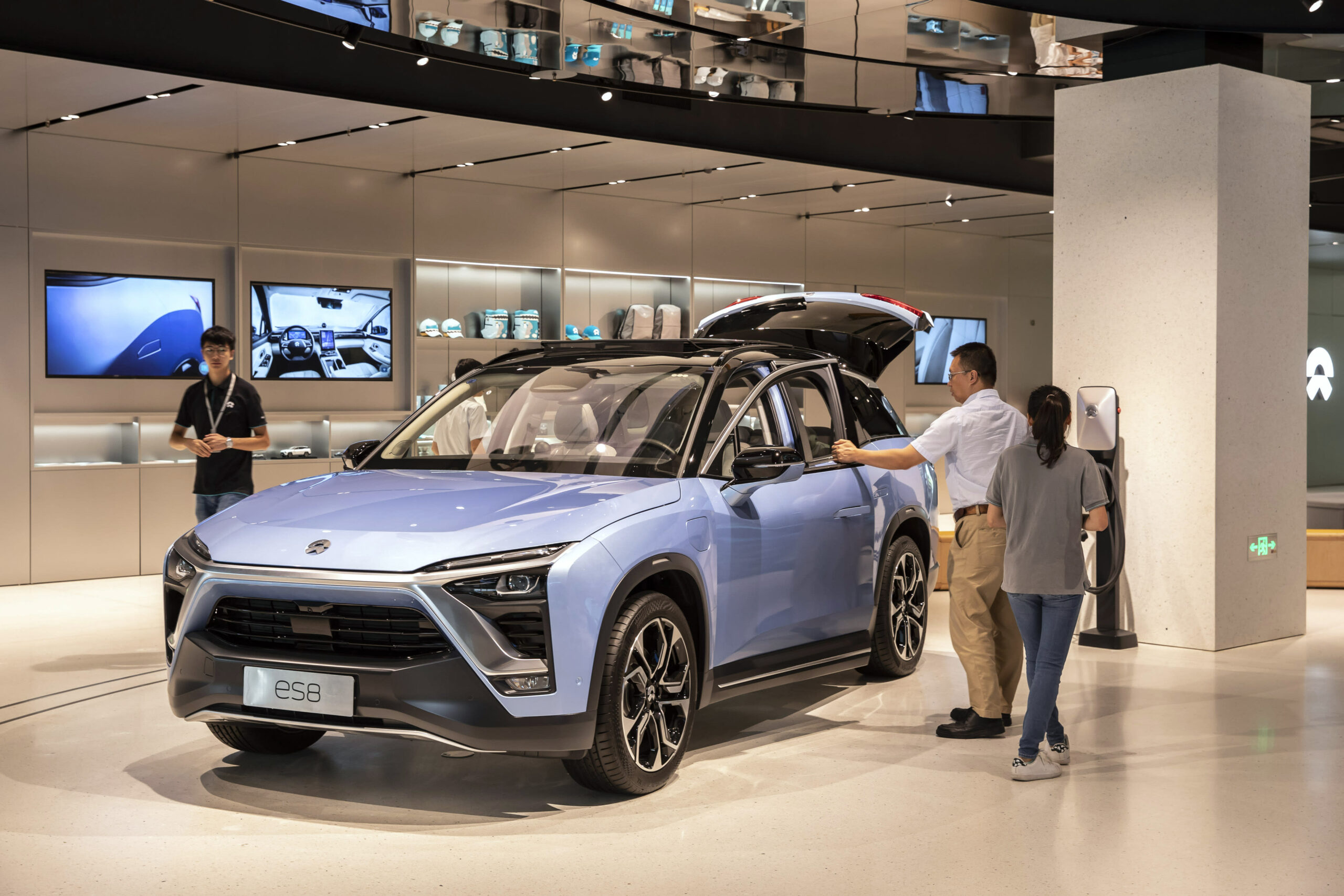 Nio Nyse Nio Shares Tag Another All Time High As The Ceo Hints At A 900 Kilometer Range Battery And The Company Reports Record Shattering Deliveries For October 2020