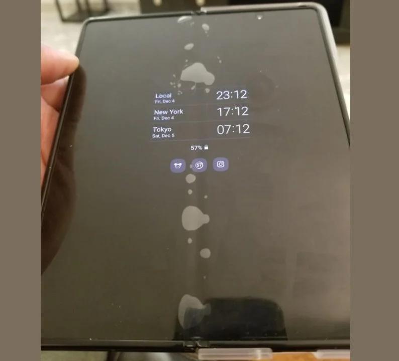 galaxy-z-fold-2-screen-protector-bubbling_2