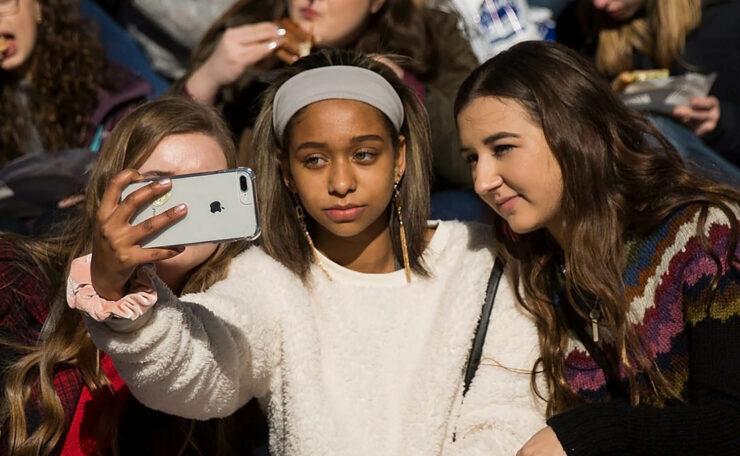 Fresh Survey Reveals That U.S. Teens Love iPhones
