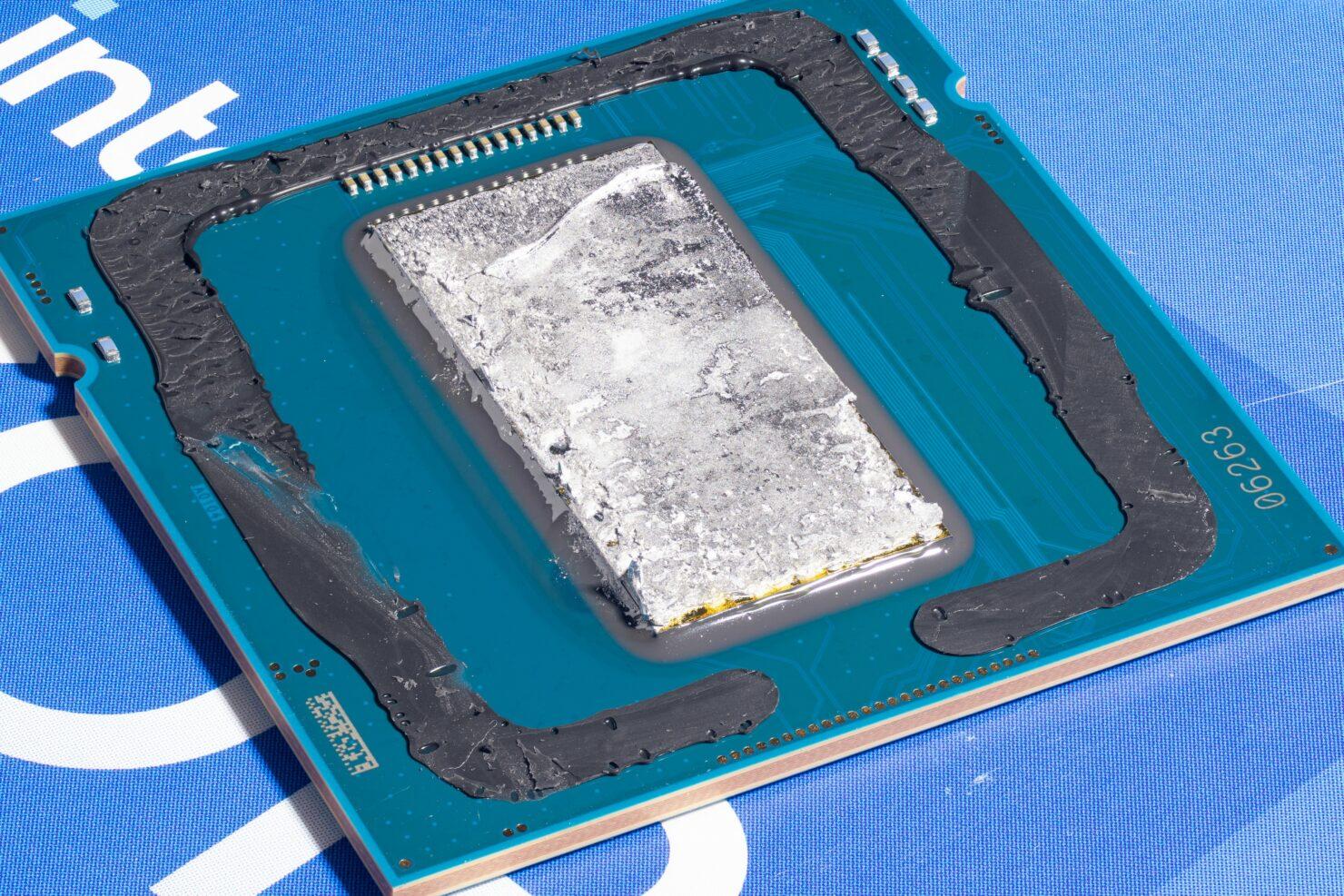Intel Rocket Lake Desktop CPU Tested While Delidded, Gets Super High-Res Die Shots