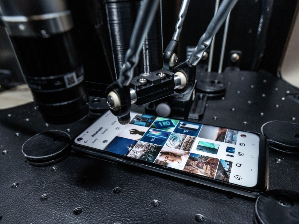 DxOMark's Smartphone Battery Tests Involve Robots & Faraday Cages; Fresh Rankings Put iPhone 12 Pro Max in Fourth Place